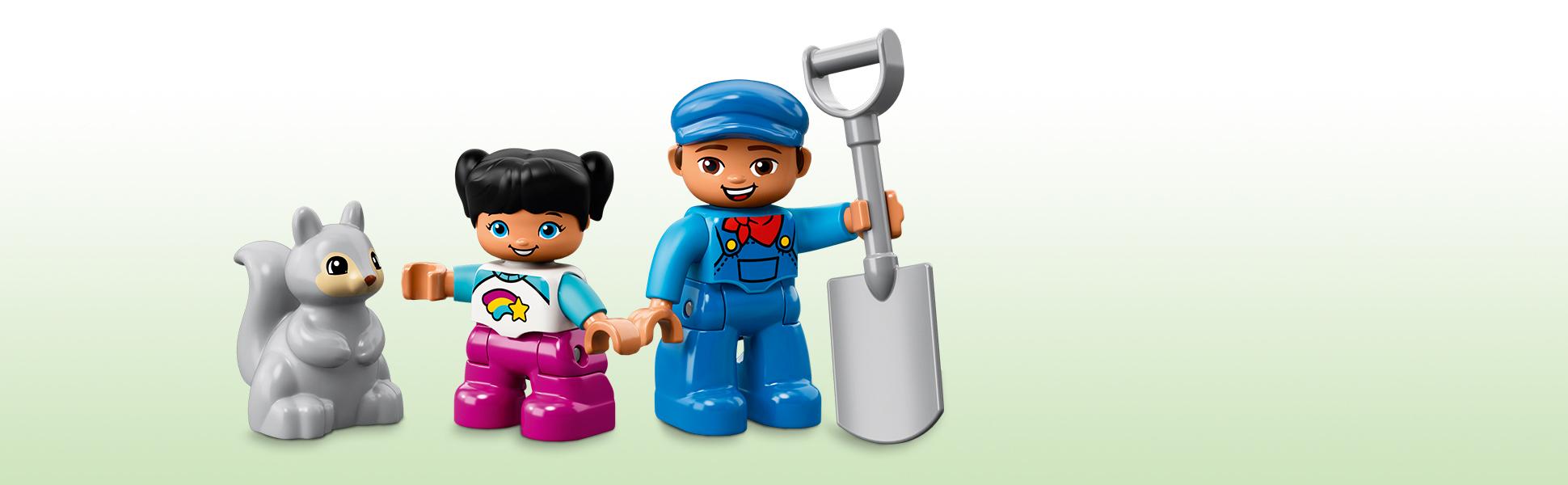 Включає фігурки машиніста та дитини LEGO® DUPLO®, а також фігурку білки