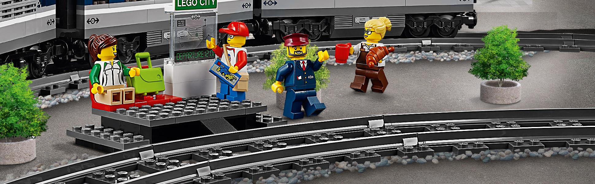 В набор входят 4 минифигурки LEGO®.