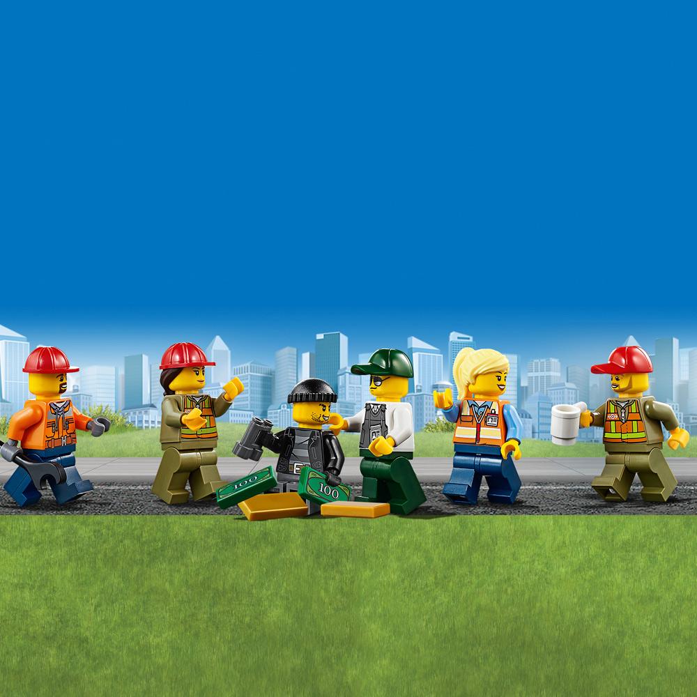 В набор входят 6 минифигурок LEGO®.